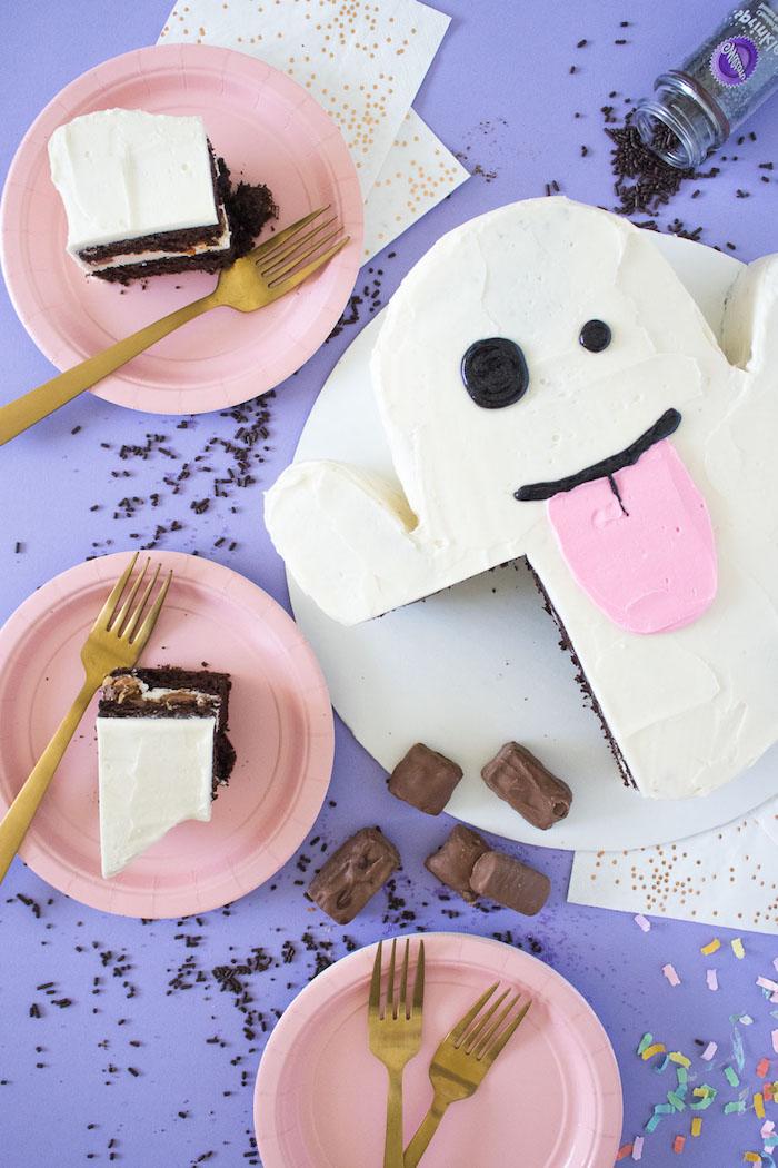 Torte in Form von Gespenst selber backen, auffälliger Kuchen für tolle Halloween Party