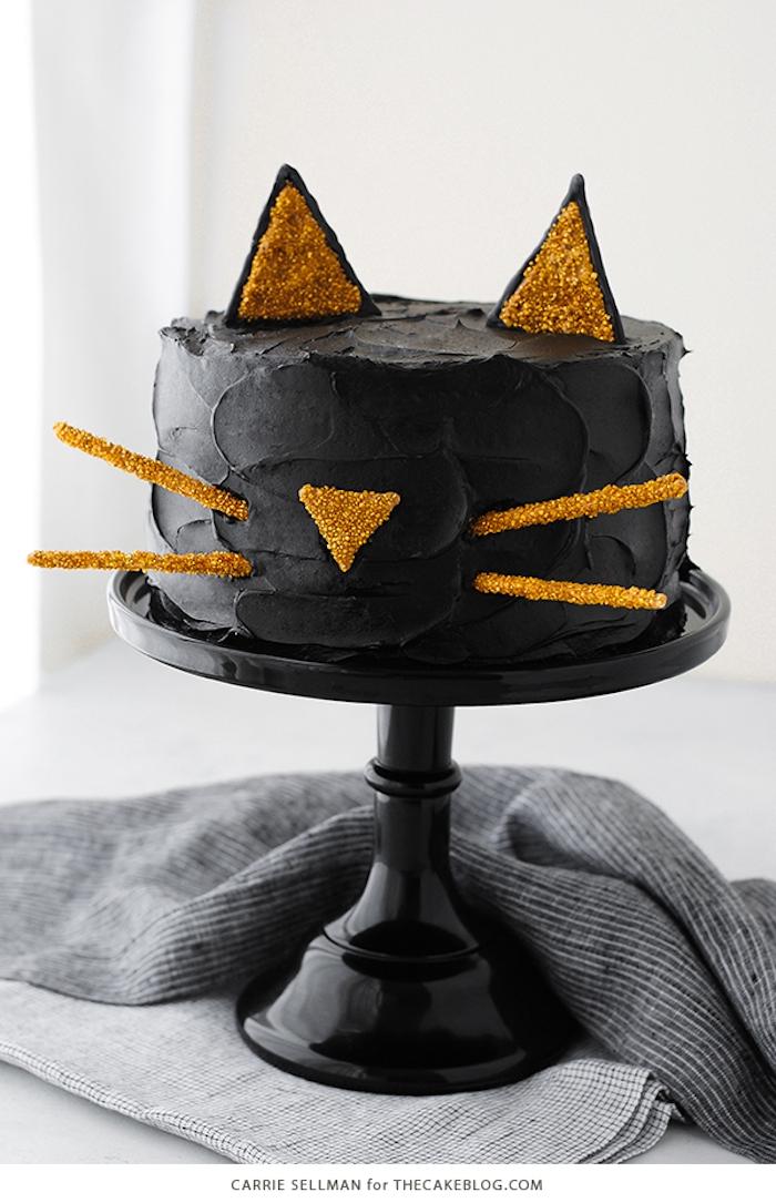 Halloween Torte selber backen und dekorieren, schwarze Katze, auffällige Desserts zu Halloween