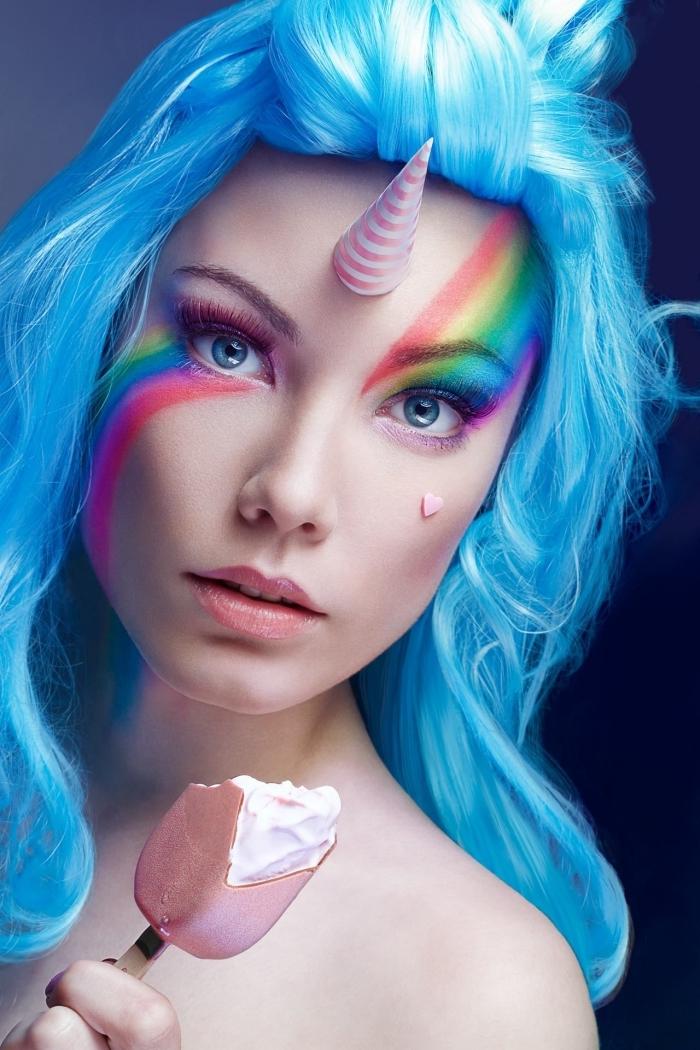 halloween schminken frauen, blaue haare, einhorn make up in den regenbogen farben, eiscreme