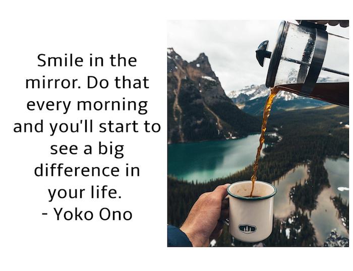 bild mit einem zitat von yoko ono, bilder guten morgen, see und berge mit schnee, eine hand mit weißer tasse mit kaffee
