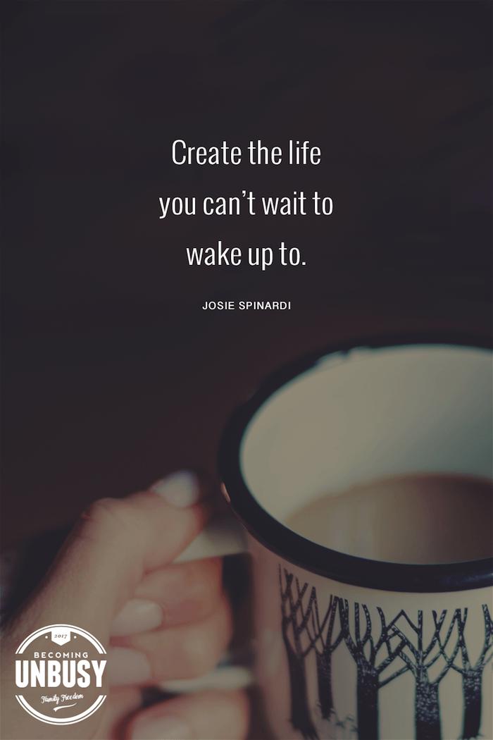 kleine weiße tasse mit kaffe und mit einem bild mit wald mit grünen bäumen und eine hand, lustige guten morgen bilder