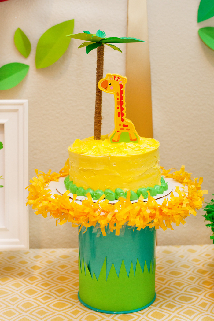Torte zur Taufe oder Kindergeburtstag, mit Palme und Giraffe, gelbe und grüne Creme