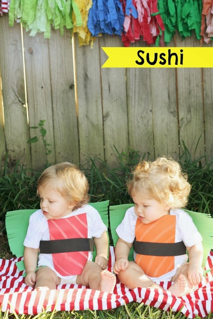 zwei kleine niedliche Zwillingsmädchen wie Suschi verkleidet, Kinderkostüme selber machen,