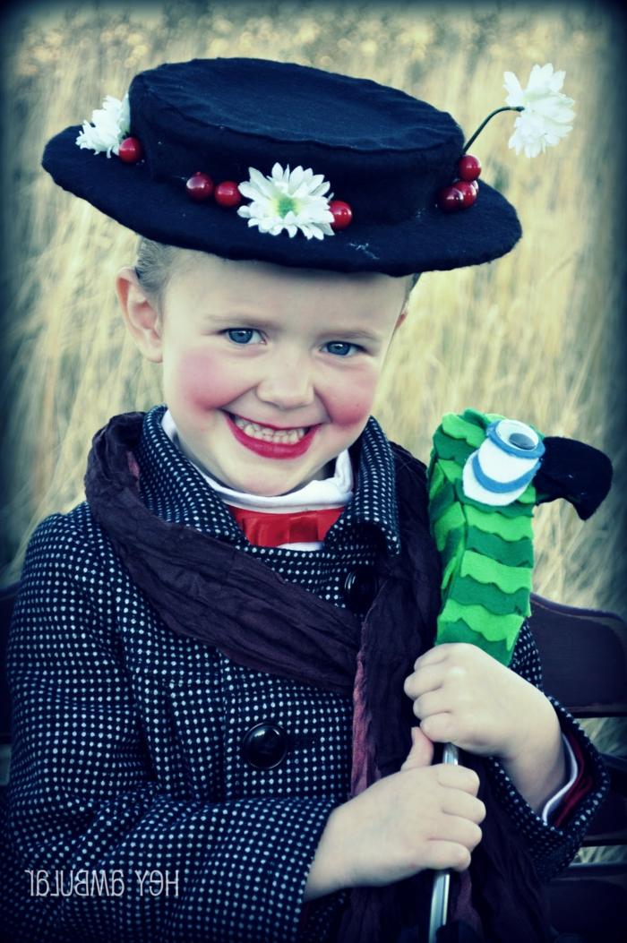 ein junges Mädchen mit Mery Poppins Kostüme und passendes Make up, Halloween Schminktipps