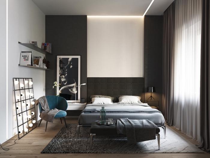 kleine räume einrichten, schlafzimmer in weiß und anthrazit, türkisfarbenen sessel, großes bild
