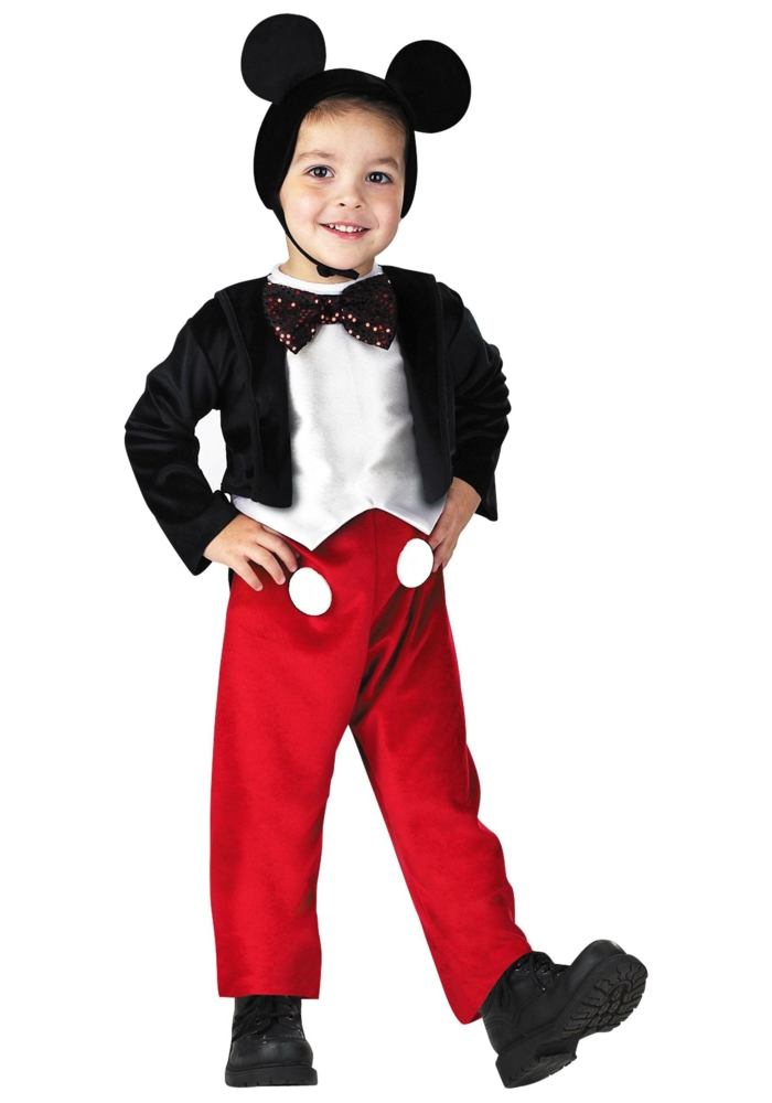 Mikey Maus Kostüm von einem kleinen Jungen mit Ohren, eine rote Hose und eine schwarze Jacke, Kinderkostüme selber machen