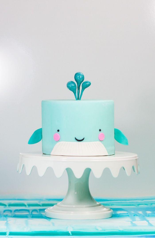 Blaue Fondant Torte in Form von Wal, Torte zur Taufe, Baby Shower oder Kindergeburtstag