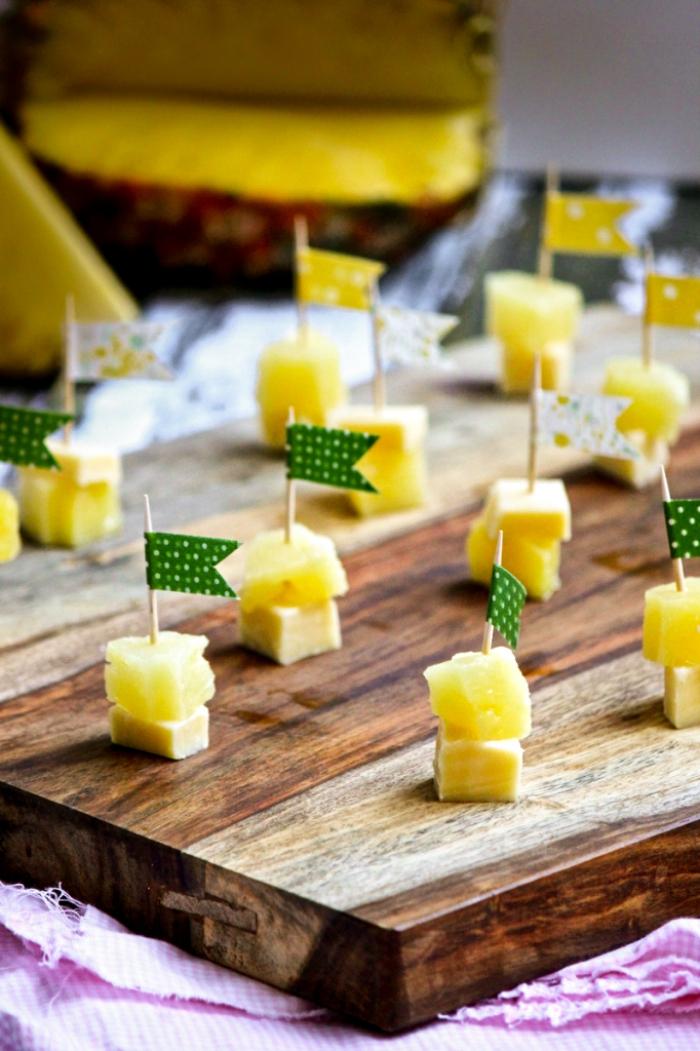 einfache häppchen mit käse und anase, partyrezepte zum vorbereiten, schnelles rezept