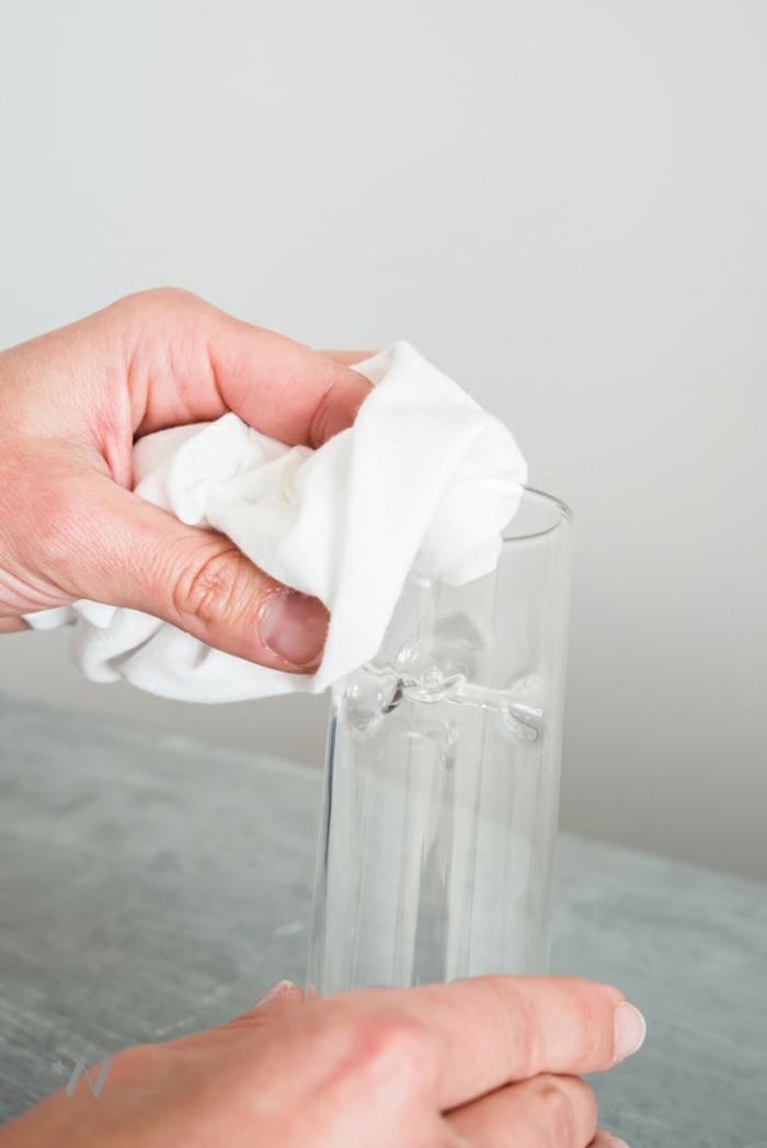 das Glas für Kerzenständer sollte gut gereinigt werden, bevor Sie es bekleben, Ideen für Hochzeit