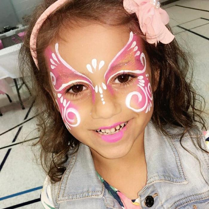 mit alltägliche Schminke ein kleines Mädchen wie Schmetterling Schminken, Halloween Schminktipps