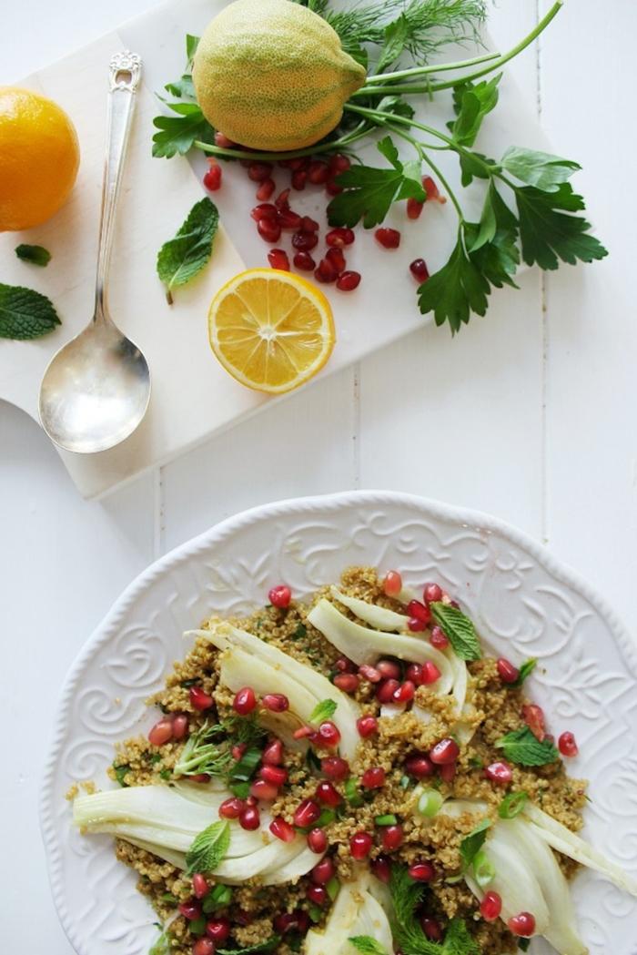 quinoa low carb rezept ideen, zitronen, zucchini, granatapfel deko, petersilie