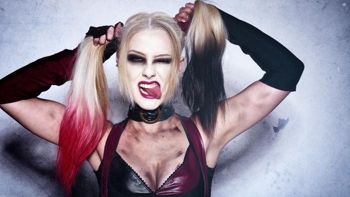 harley quinn make up, schminken halloween, ombre haare, dunkelbrauner lidschatten, zwei pferdeschwanze