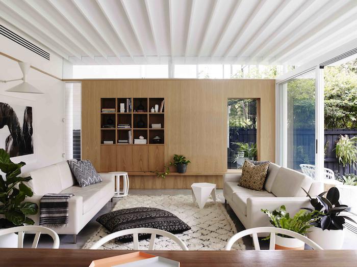 haus design interieurideen zum nachmachen, gemütliche innengestaltung mit teppich und kissen, bodenkissen