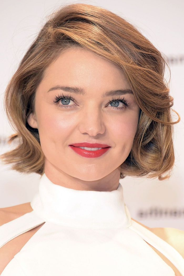 Frisuren halblang: Diese Haarschnitte sind jetzt angesagt