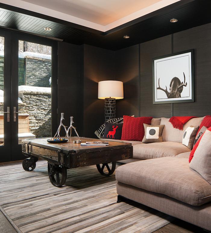 grundriss einfamilienhaus, innengestaltung ideen sofa, wandbild, rote kissen, stehlampe in der ecke