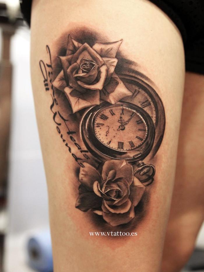 tattoo 3d frau, vintage uhr in kombination mit weißen rosen und schriftzug, oberschenkel