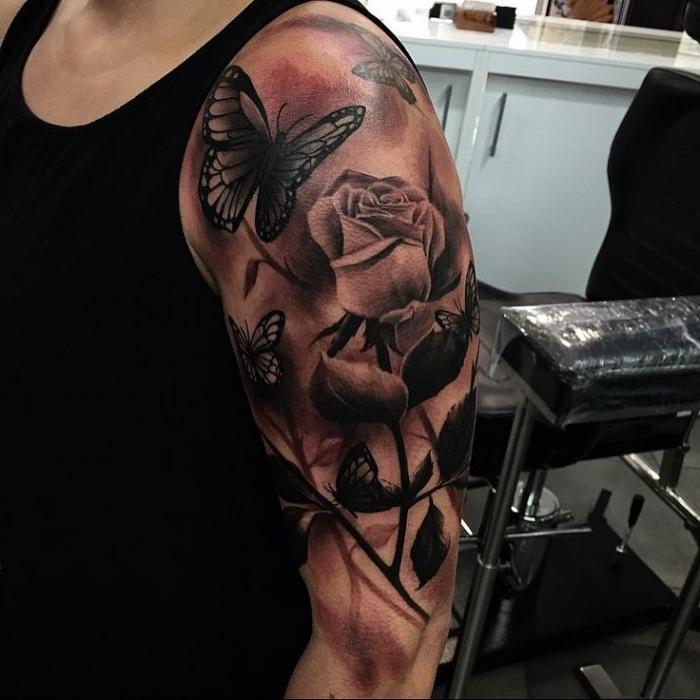 tattoo 3d, weiße rose, fliegende schmetterlinge, mann mit tätowierung am oberarm