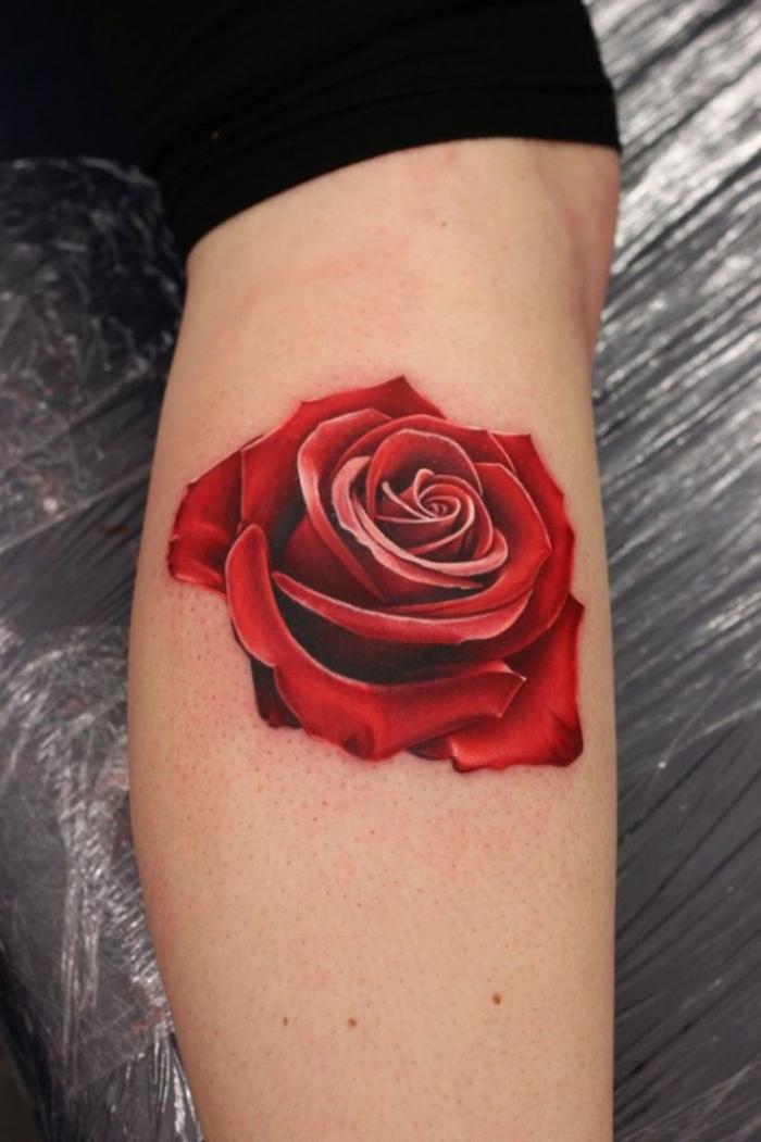 tattoo 3d, realitische rote rose am bein, motive für frauen, tätowierung mit blumen motiv