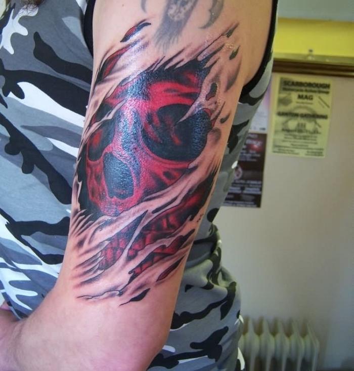 tattoo 3d, rotter schädel unter zerrissener haut, mann mit tätowierung am oberarm