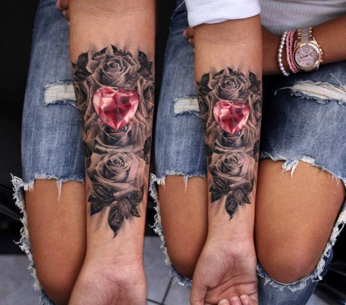 tattoo bilder arm, wei-e rosen in kombination mit rotem stien in form von herzen
