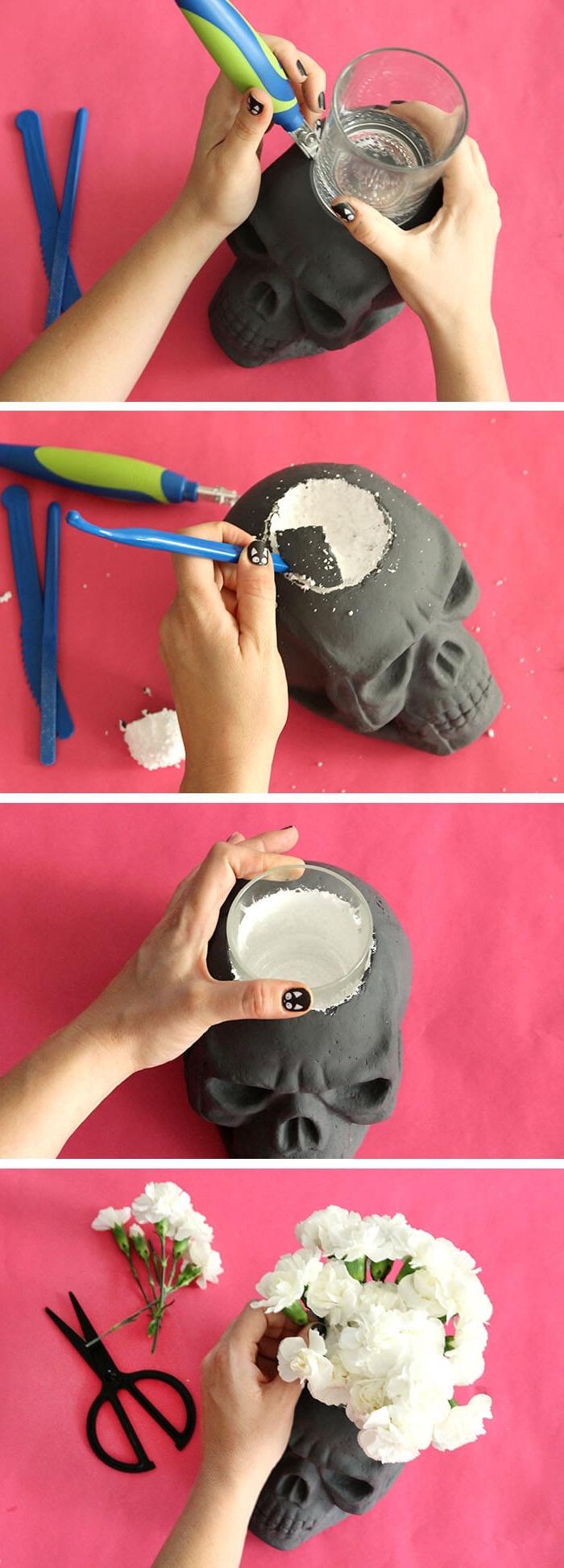 teelichter basteln, schädel in teelichthalter oder vase verwandeln, loch bohren, kleine weiße blumen
