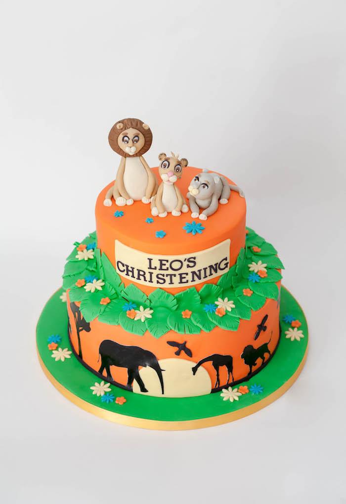 Motivtorte Lion King, zweistöckige Torte mit Fondant Figuren, Tauftorte in Orange und Grün