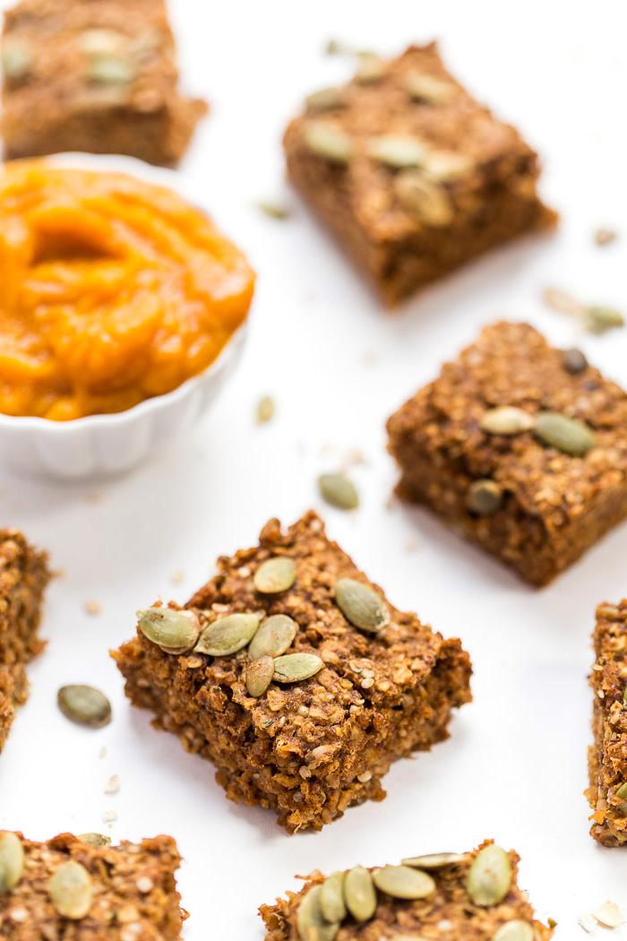 snacks mit quinoa low carb ideen, kürbis samen, creme, schüssel speisen