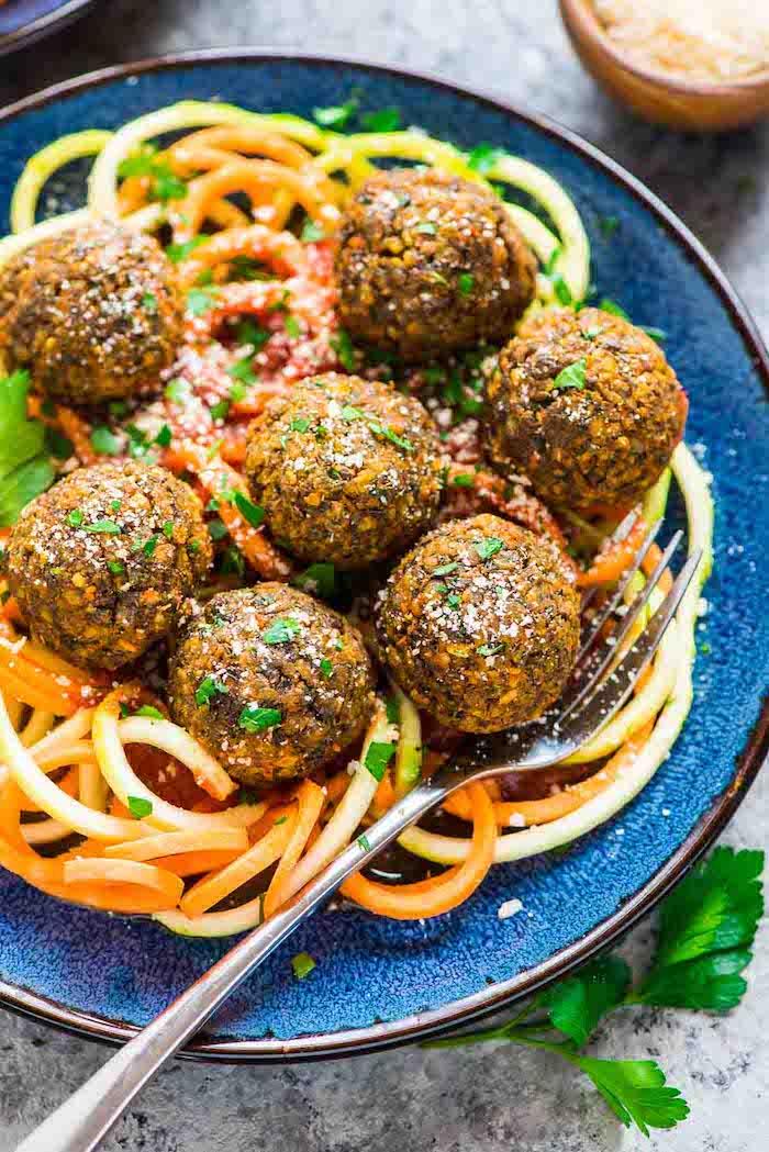quinoa abnehmen mit low carb rezepten zucchini, möhren spaghetti, frikadellen vegan