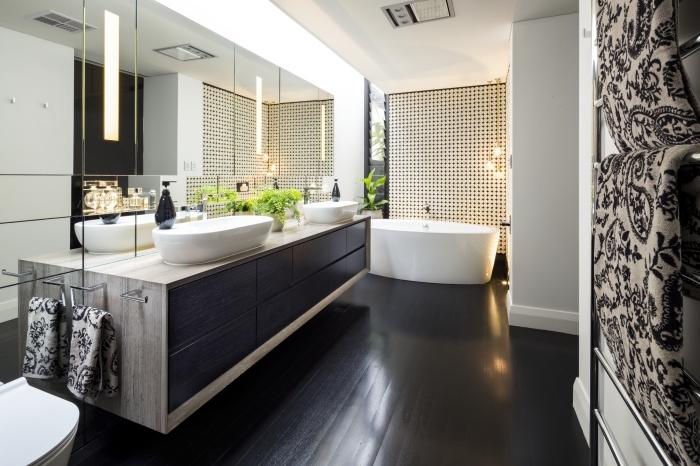 haus einrichten, badezimmer in weiß und schwarz, ovale wachsbecken mit unterschrank, led spiegel