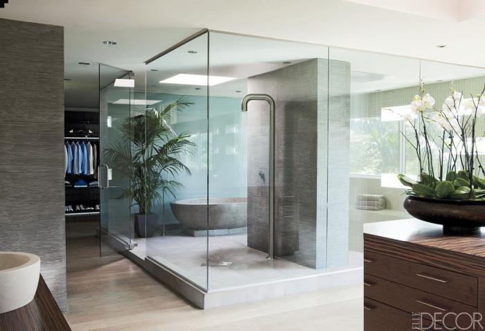 zimmer deko, große duschkabine, blumentopf mit orchideen, freistehende badewanne