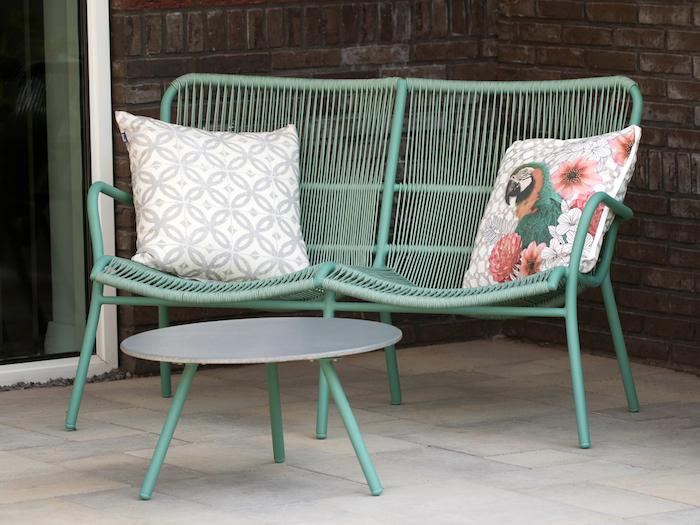 Die richtigen Möbel und Dekorationen für eine gemütliche Atmosphäre im Garten