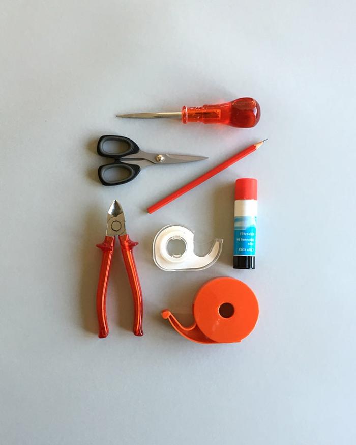 Laterne Bastelset, alle benötigte Werkzeuge, Scheren, Tesafilm, Klebstift, Bleistift