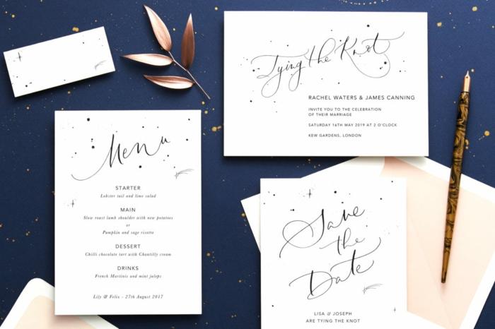 weiße Karte mit der Einladung, das Menü von Hochzeit und ein rosa Umschlag, Einladungskarten selber machen