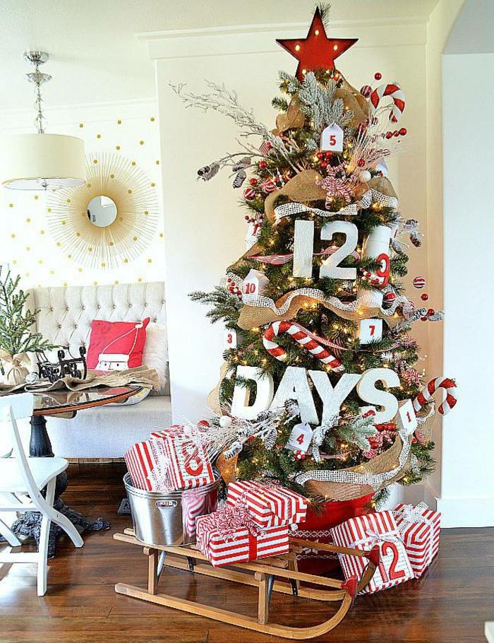 große Geschenke unter Weihnachtsbaum für jeden Tag vor Weihnachten, Adventskalender Ideen