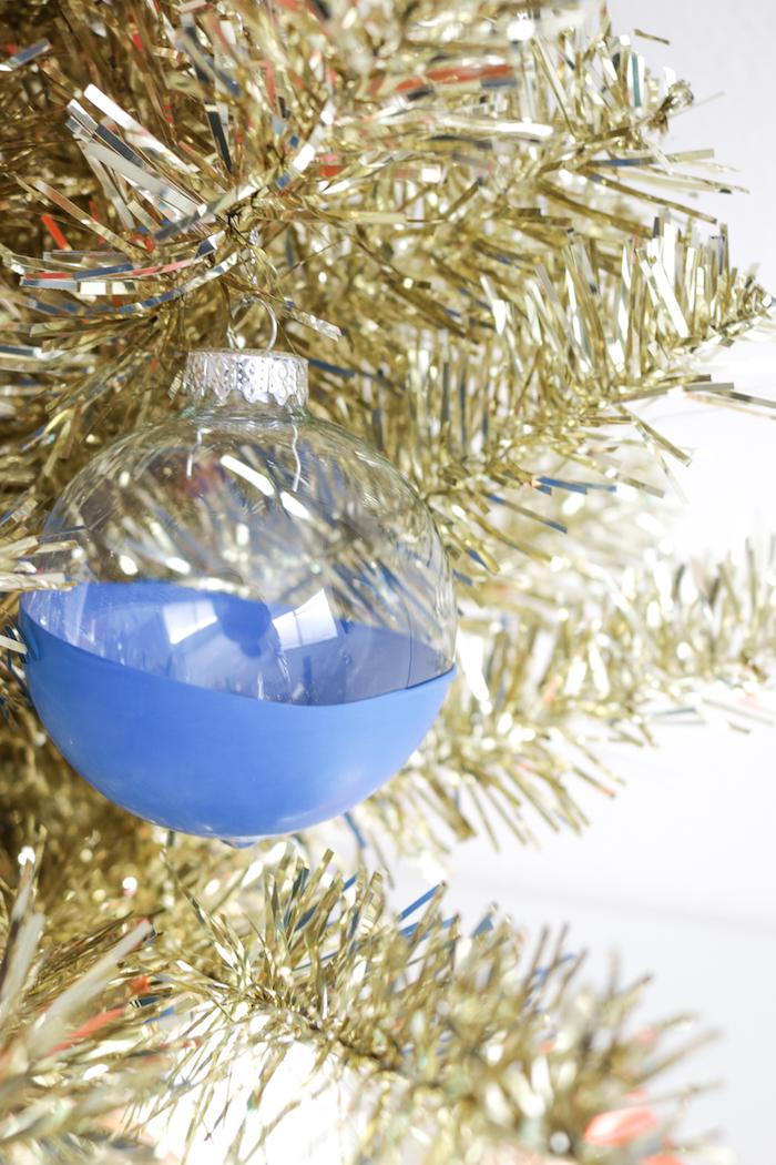 Durchsichtige Christbaumkugeln selbst bemalen, Ideen für einzigartige Weihnachtsdekoration
