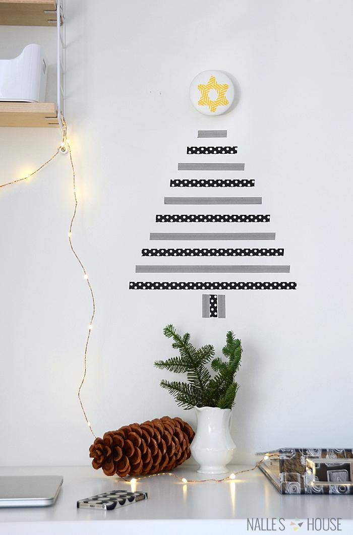 Weihnachtsbaum aus Washi Tape an der Wand, DIY Idee für originelle Weihnachtsdekoration