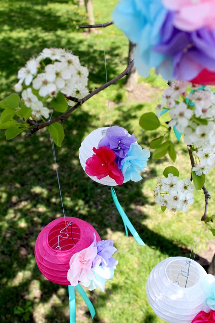 rosa und weiße Laternen, Dekoration zur Hochzeit, Bastelanleitung Laterne mit bunten Blumen verziert