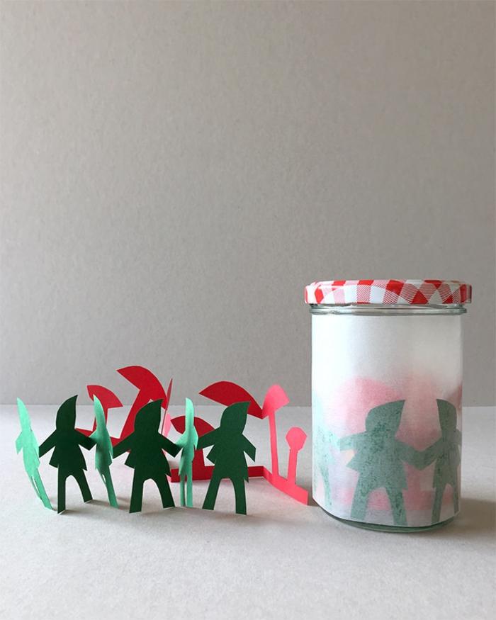 tanzende Zwerge und Pilze in roter und grüner Farbe, Laterne Bastelset zu Weihnachten