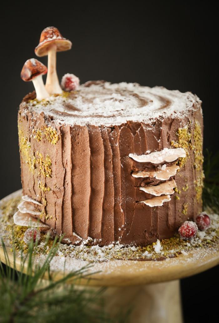 deko für torten anleitung, pilzen aus fondant, buttercreme mit schokolade, puderzucker, stumpf