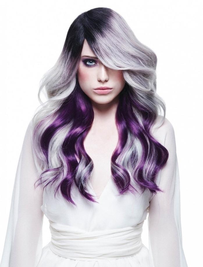 bunte haare färben, ideen strähnen, lange wellenhaare, platinum blond, lila und schwarze ansätze, balayage blond und lila