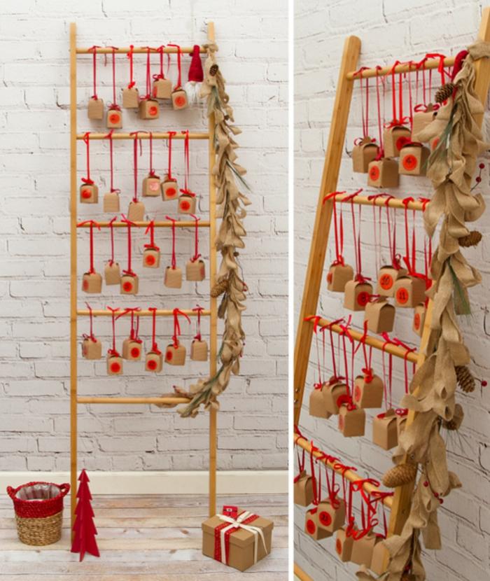 ein Leiter mit kleinen Schachteln aus Karton und kleine Schleifen, eine Girlande, Adventskalender Ideen