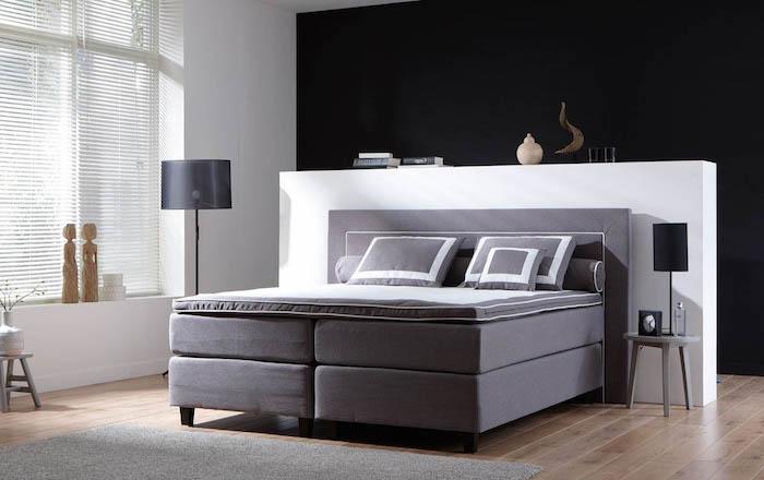 graues boxspringbett mit grauen kissen, schlafzimmer einrichtung ideen