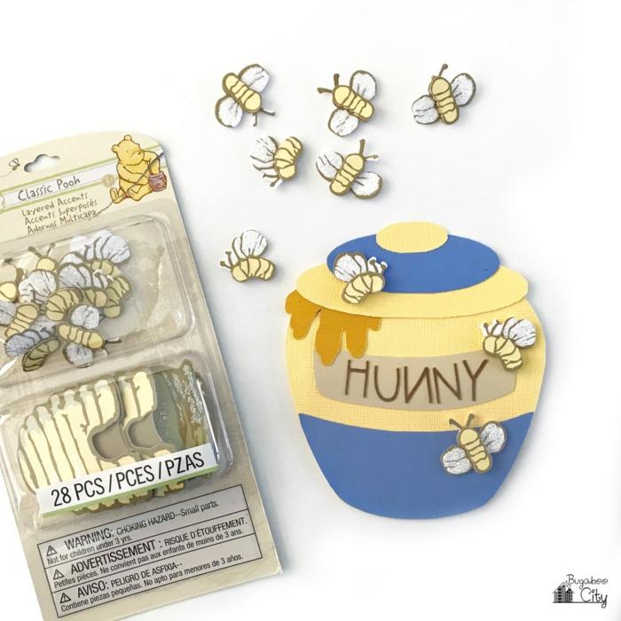 bekleben Sie kleine Biene auf dem Töpfchen, um authentisch auszusehen, Einladungskarten selber machen