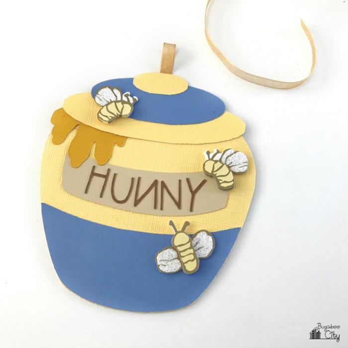 ein Töpchen von Pu der Bär mit kleinen Bienen, rollbare Einladungskarten selber machen