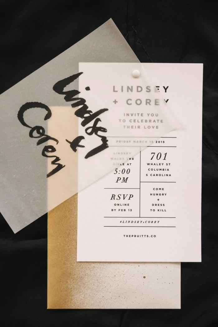 Einladungskarten drucken, weiße Karte mit schwarzen Buchstaben, durchsichtige Decke mit dem Namen des Brautpaares