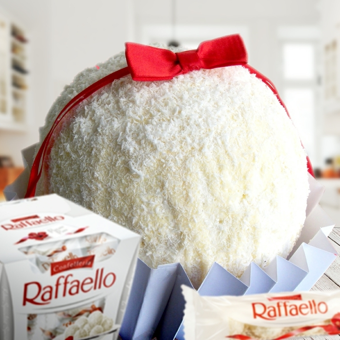 eine enorme Raffaello Praline Torte mit viel Kokos und einer roten Schleife, Raffaello Rezept