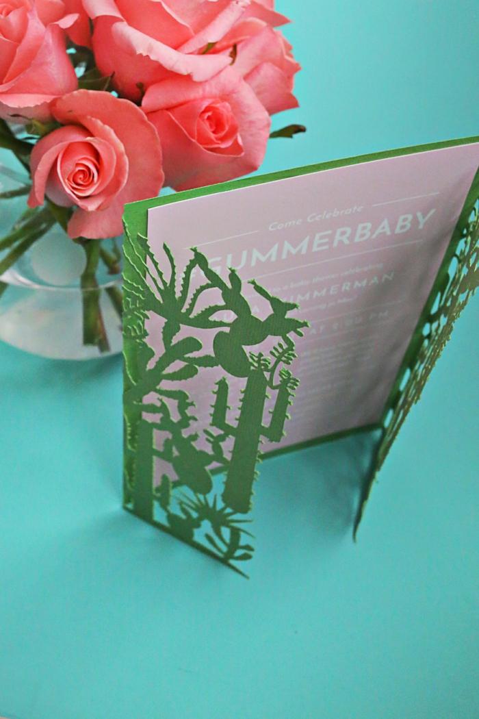 rosa Karte mit einem grünen Umschlag, Einladung zur Babyparty, Einladungskarten selber basteln