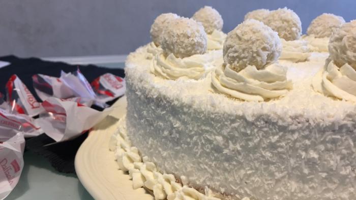 gelbe Creme für die Blüten auf die Torte, Raffaello Pralinen, Torte selber machen