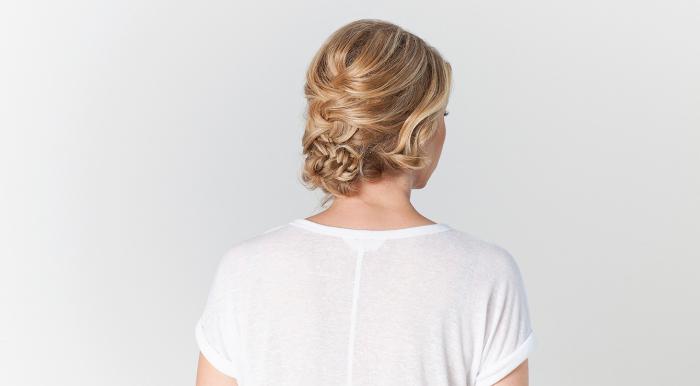 einfache frisuren für frauen mit mittellanges haar, flechtfrisur anleitung, blonde haare