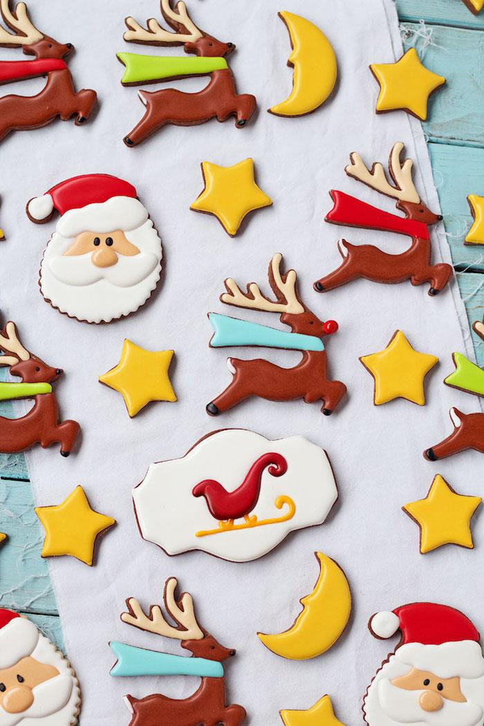 Weihnachtsplätzchen zum Ausstechen mit Zuckerguss dekorieren, der Weihnachtsmann, Rudolph mit der roten Nase, Mond und Sterne
